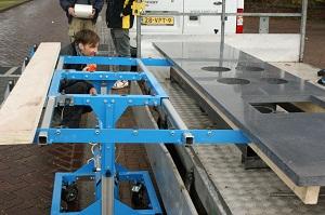 Tillium, prettig hulpmiddel bij de montage van betonnen keukenbladen